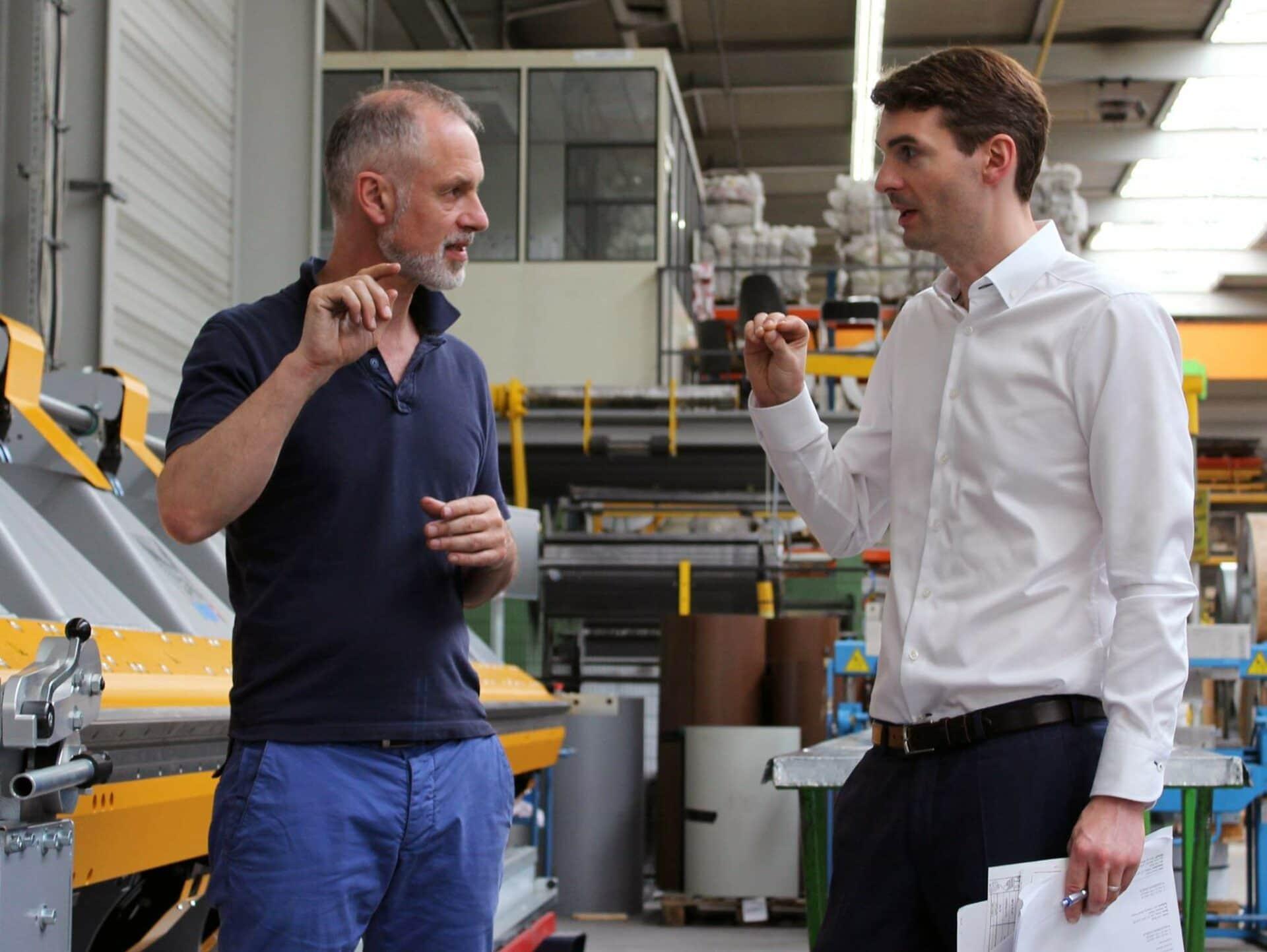 FACHGESPRÄCH:Marco Cappello (Thalmann Maschinenbau AG) und Andreas Votteler (Gustav Barth Gmbh sprechen über Details